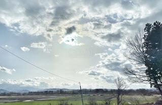 田畑と空と雲のある風景の写真・画像素材[4288008]
