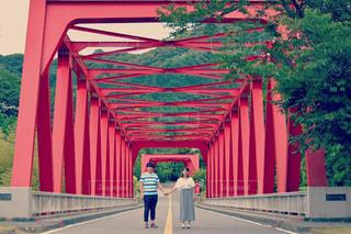二人で歩いていこうの写真・画像素材[686029]