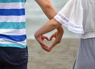 手でハートカップルの写真・画像素材[887086]