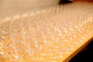 並ぶ沢山のグラスの写真・画像素材[930398]