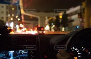 夜のドライブデート車の中の写真・画像素材[2854038]