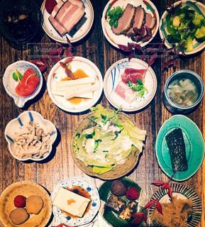 彩り豊かな小鉢と日本食の写真・画像素材[936895]