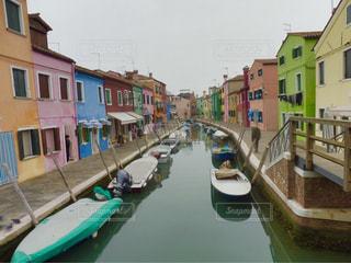 イタリア・ベネチアの島の街並み - No.948949