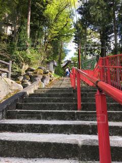 階段 坂道 手すり 坂 夏 田舎 パワースポットの写真・画像素材[680159]