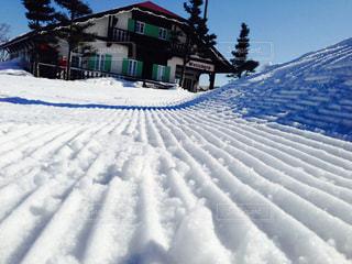 雪 雪山 スノーボード スキー 冬休み 冬 新雪 初雪 ラッセル リゾートの写真・画像素材[681989]
