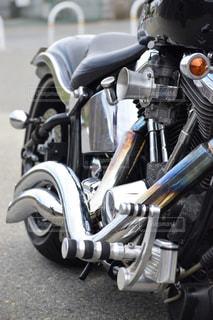バイクは、道の脇に駐車の写真・画像素材[783333]
