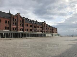 大きなレンガの建物の写真・画像素材[774624]