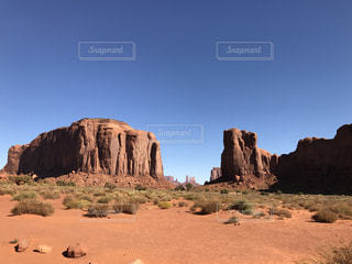 砂漠の山と渓谷、モニュメントバレーの写真・画像素材[928637]