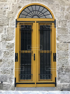 マルタの街の黄色のドアの写真・画像素材[928728]