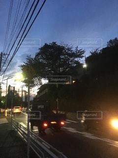 近くの通りを下って車の写真・画像素材[757254]