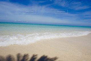綺麗な砂浜と海の写真・画像素材[899926]