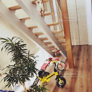 アルミ階段のある家の写真・画像素材[3015350]
