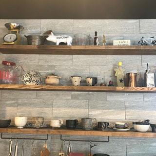 カウンタースペースがたっぷり詰まった台所の写真・画像素材[3111816]