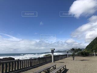 青い空の下神社参りの写真・画像素材[4662908]