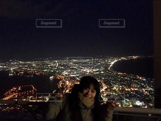 夜景と私の写真・画像素材[767145]