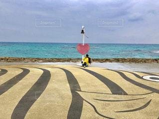 海の横にある砂浜のビーチの写真・画像素材[1303456]