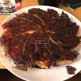 こんがり焼けた焼き餃子の写真・画像素材[1211623]