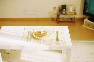 テーブル上のボックスの写真・画像素材[1001058]