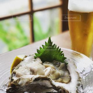 牡蠣とビールの写真・画像素材[754360]