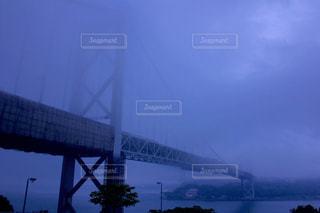 霧に包まれる関門橋 - No.815026