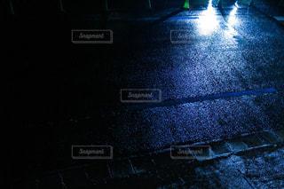 雨に濡れたアスファルトの写真・画像素材[760223]