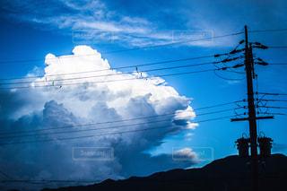 電柱と入道雲の写真・画像素材[1405431]