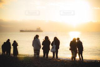 ビーチに立つ人々 のグループの写真・画像素材[1773453]
