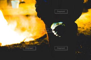 軍手と焚き火の写真・画像素材[1773468]
