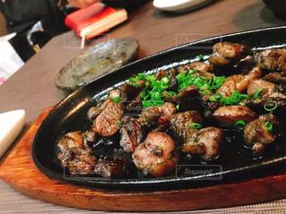 テーブルの上に食べ物のパンの写真・画像素材[1775492]