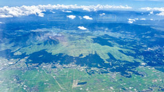 背景の大きな山のビュー - No.706131