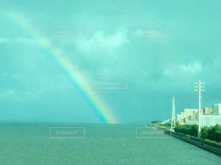 水の体の上の虹 - No.706273