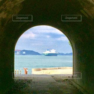 水の体の上の橋の写真・画像素材[706463]