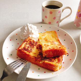 フォークとコーヒーのカップ食品のプレート - No.792807
