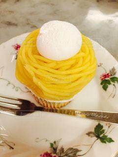皿の上のケーキの一部 - No.850106