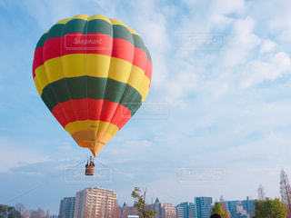 大きい風船に空気中の写真・画像素材[936011]