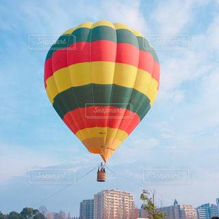 空に大きなバルーンの写真・画像素材[936012]