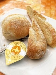 バターとパンの写真・画像素材[3733085]