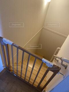 階段の落下防止用ゲートの写真・画像素材[3957394]