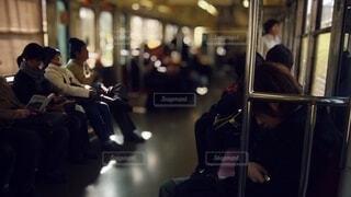 昼下がりの電車内の写真・画像素材[4056710]