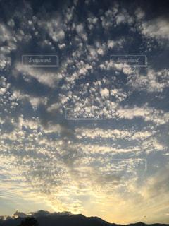 空には雲のグループの写真・画像素材[763373]