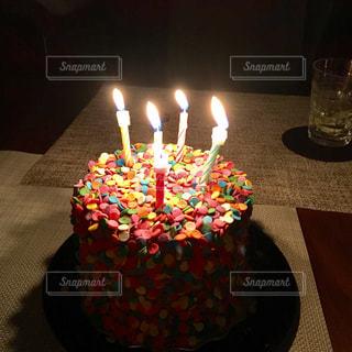 キャンドルとバースデー ケーキの写真・画像素材[772741]