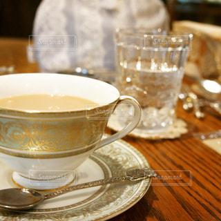テーブルの上の紅茶の写真・画像素材[732947]