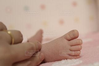 赤ちゃんの手の写真・画像素材[717811]