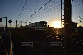道を運転する鉄道の写真・画像素材[711044]