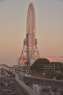 大阪モノレールと日本一の観覧車の写真・画像素材[931443]