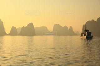 水の体のボートの写真・画像素材[705184]