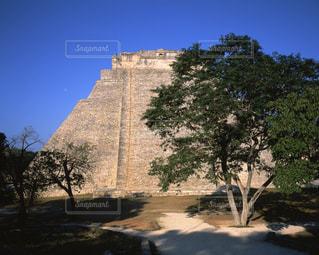 ウシュマル遺跡の魔法使いのピラミッドの写真・画像素材[714016]