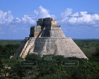 ウシュマル遺跡の魔法使いのピラミッドの写真・画像素材[714017]