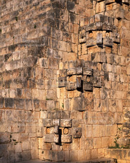 ウシュマル遺跡の魔法使いのピラミッドの雨神チャックの写真・画像素材[714071]