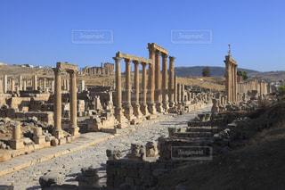 ジェラシュ遺跡の列柱通りの写真・画像素材[733939]